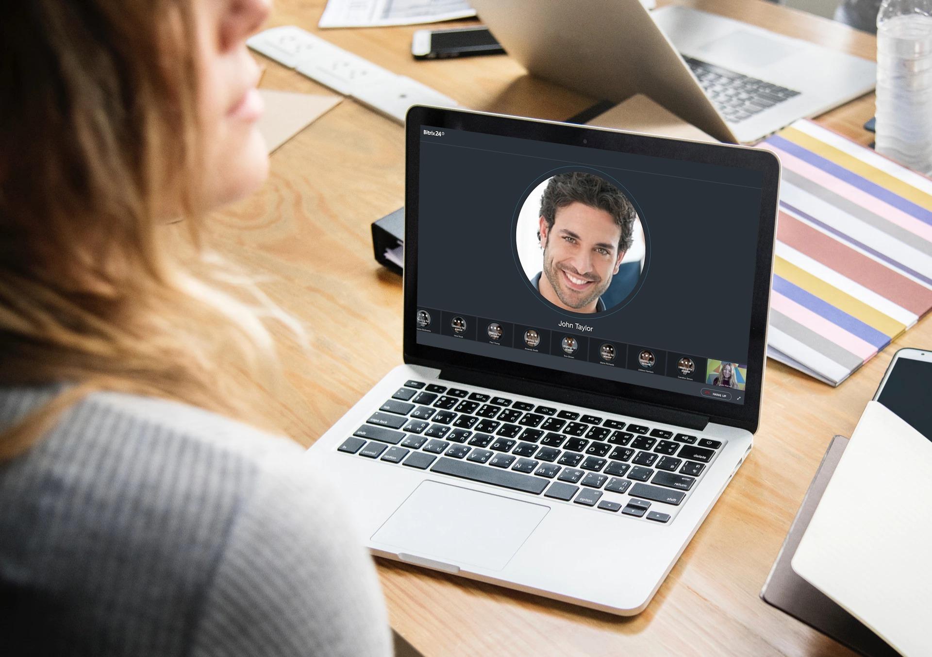 Videoconferencia gratuita en Bitrix24 ahora disponible para hasta 10 usuarios
